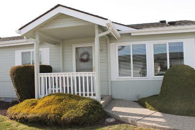 East Wenatchee Manufactured Home For Sale: 523 Monterey Dr.