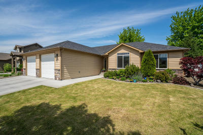 East Wenatchee Single Family Home For Sale: 1379 Boulder Loop