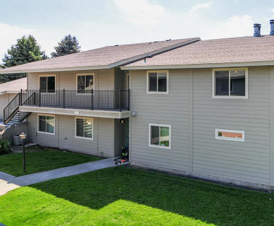East Wenatchee Condo/Townhouse For Sale: 520 11th St NE #17
