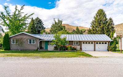 Chelan Single Family Home For Sale: 825 Golf Course Dr