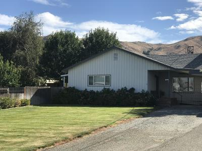 Wenatchee, Malaga Single Family Home For Sale: 345 Broad Ave