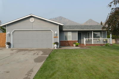 Wenatchee Single Family Home For Sale: 606 Royal Anne Dr