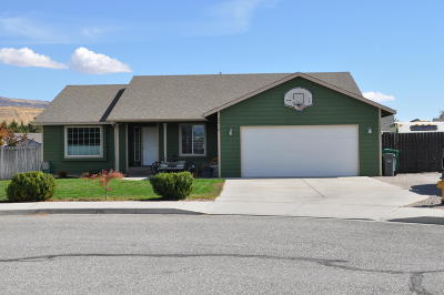 East Wenatchee Single Family Home For Sale: 2410 Bellanca Ct