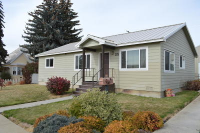 Waterville Single Family Home For Sale: 205 W Walnut St