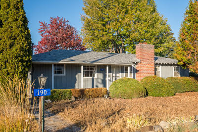 East Wenatchee Single Family Home For Sale: 190 S Iowa Ave