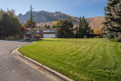 Wenatchee Single Family Home For Sale: 1220 Summerhill Pl