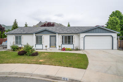 Wenatchee Single Family Home For Sale: 1516 Willow Pl