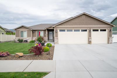 Wenatchee Single Family Home For Sale: 195 Sun Valley Dr