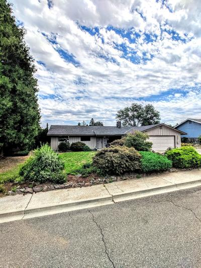 Wenatchee Single Family Home For Sale: 1321 Wedgewood Ave