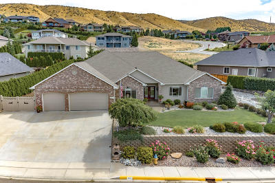 East Wenatchee Single Family Home For Sale: 851 Briarwood Ter