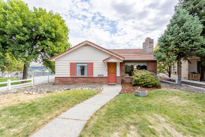 Wenatchee Single Family Home For Sale: 215 Pennsylvania Ave