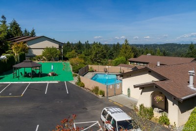 Shoreline WA Condo/Townhouse Sold: $299,000