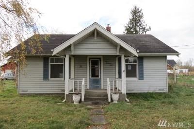 Everson Single Family Home Sold: 208 Mead Ave