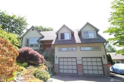 Single Family Home Sold: 7320 75th Place NE
