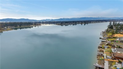 Lake Tapps Single Family Home For Sale: 1909 Tacoma Point Drive East