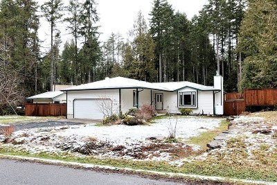 Mason County Single Family Home Sold: 220 E Aycliffe Dr