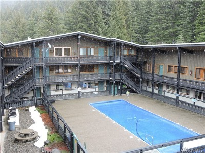 Greenwater Condo/Townhouse For Sale: 33000 Crystal Mountain Blvd #114