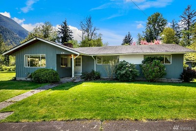 North Bend Single Family Home For Sale: 709 NE 6th St