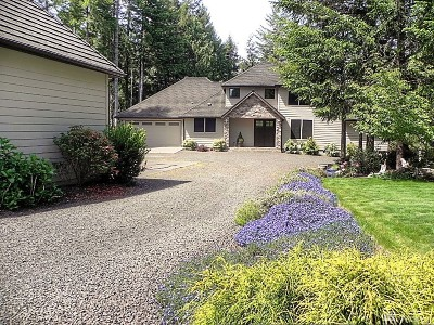 Grapeview Single Family Home For Sale: 2492 E Grapeview Loop Rd