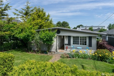 Anacortes Single Family Home For Sale: 1216 11th St