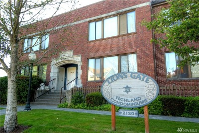 Everett Condo/Townhouse For Sale: 2120 Highland Ave #208