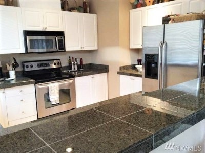 Issaquah Condo/Townhouse For Sale: 4449 249th Terr SE