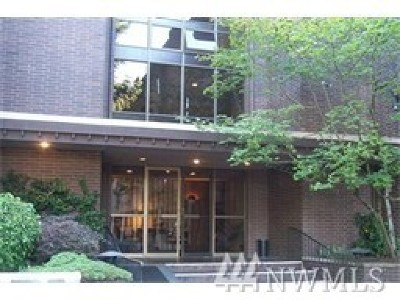 Everett Condo/Townhouse For Sale: 5915 Highway Place #404