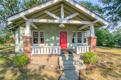 Lakewood Single Family Home For Sale: 10211 Meadow Rd SW