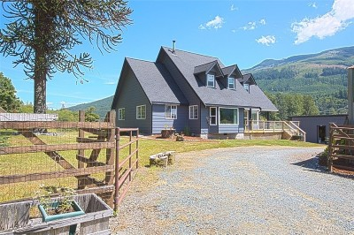 Sedro Woolley Single Family Home Contingent: 1969 State Route 9