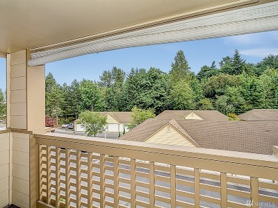 Issaquah Condo/Townhouse For Sale: 4081 224th Lane SE #302