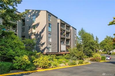 Redmond Condo/Townhouse For Sale: 6674 138th Ave NE #544