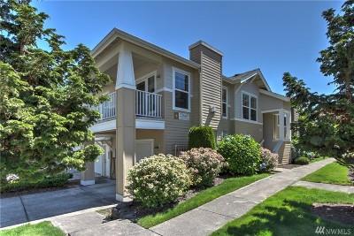 Redmond Condo/Townhouse For Sale: 22669 NE Alder Crest Dr #203
