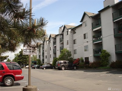 Shoreline Condo/Townhouse For Sale: 1522 NE 175th St #106