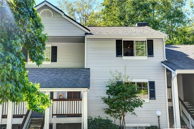 Snohomish County Condo/Townhouse For Sale: 23303 Cedar Wy #T204