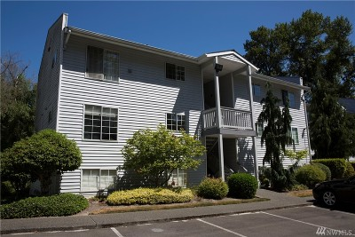 Bothell Condo/Townhouse For Sale: 10830 E Riverside Dr #B202