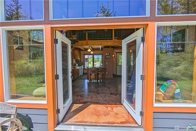 Bellingham Single Family Home For Sale: 305 E Laurel Rd