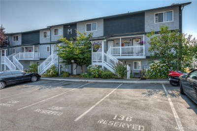 Everett Condo/Townhouse For Sale: 8823 Holly Dr #M202