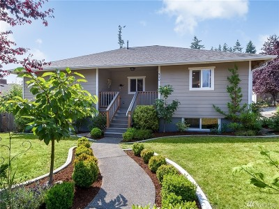 Everett Single Family Home For Sale: 520 Rose Wy