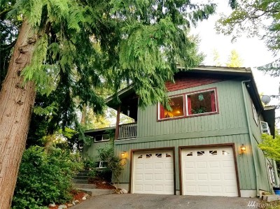 Bellingham Single Family Home For Sale: 71 Windward Dr