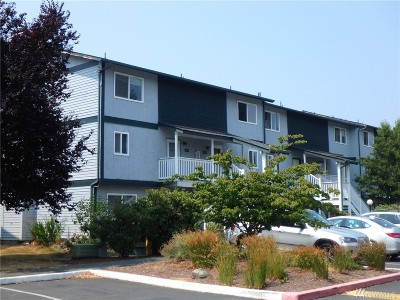Everett Condo/Townhouse For Sale: 8823 Holly Dr #G207