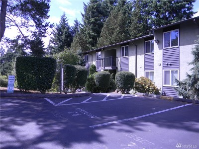 Everett Condo/Townhouse For Sale: 615 75th St SE #D64