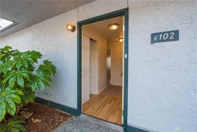 Everett Condo/Townhouse For Sale: 8823 Holly Dr #E-102
