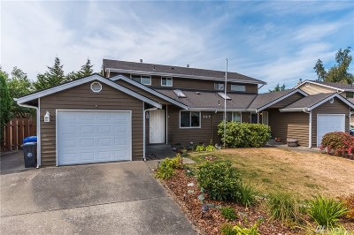 Oak Harbor Single Family Home For Sale: 187 NE Nunan Lp #1