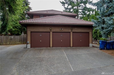 Seattle Multi Family Home For Sale: 221 N 137th St