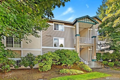 King County Condo/Townhouse For Sale: 25235 SE Klahanie Blvd #G102