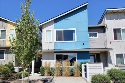 Seattle Single Family Home For Sale: 826 SW 96th Place