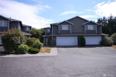 Stanwood Condo/Townhouse For Sale: 7303 Pioneer Hwy