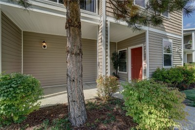 Puyallup Condo/Townhouse For Sale: 12508 172nd St E #BB206