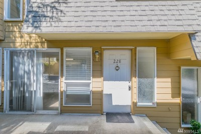 Normandy Park Condo/Townhouse For Sale: 220 SW 200th St #228