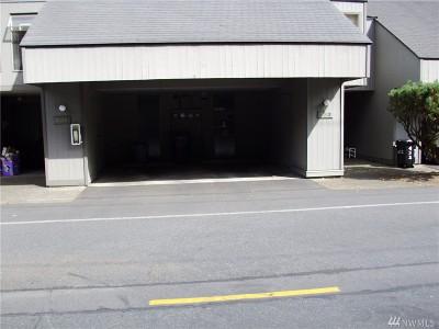 Redmond Condo/Townhouse For Sale: 6742 137th Ave NE #434